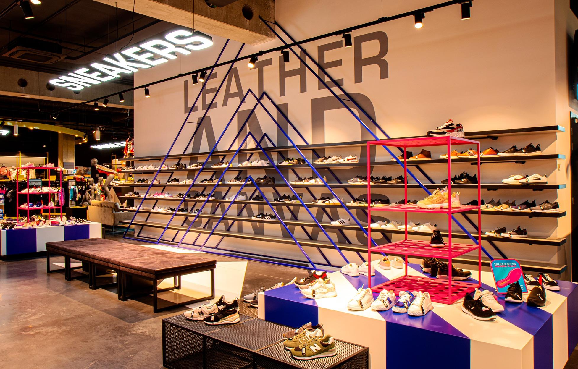Eclairage pour le département de sneakers de Sportline Roeselare.